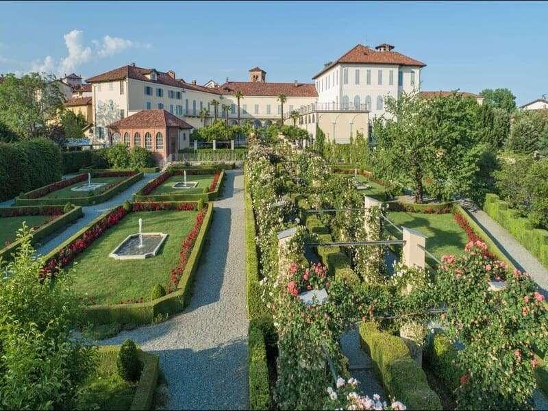 Biella Palazzo Gromo con giardino in fioritura