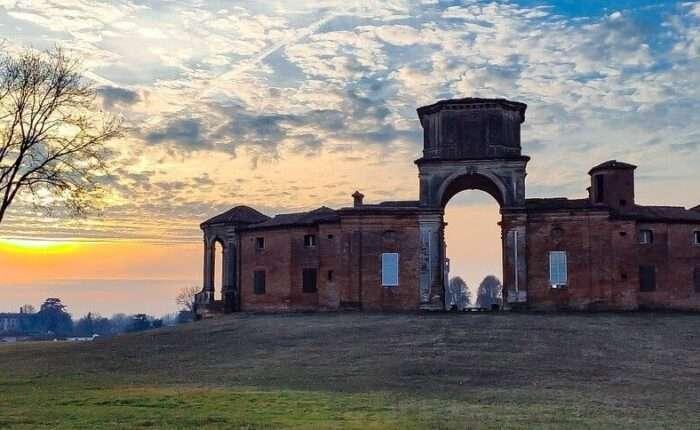 castello chignolo Po panoramica rudere tramonto