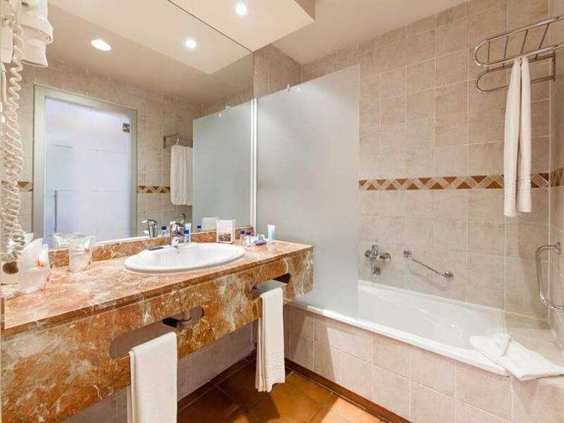 bagno-con-marmo-rosa-jacaranda-hotel
