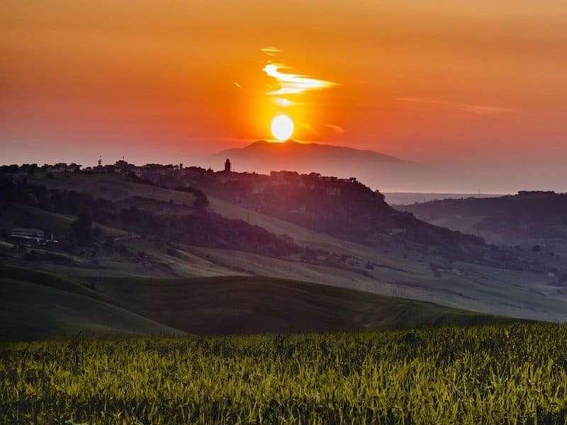 tramonto in collina tarquinia